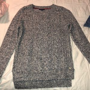 Very cozy Tommy sweater never worn